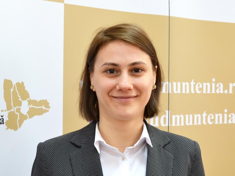 Mădălina Dinu, Expert
