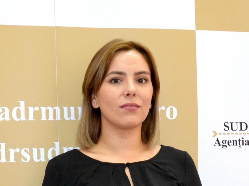 Adela Daniela Simon, Expert