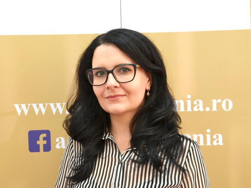 Adriana Iuliana Tiliță, Expert