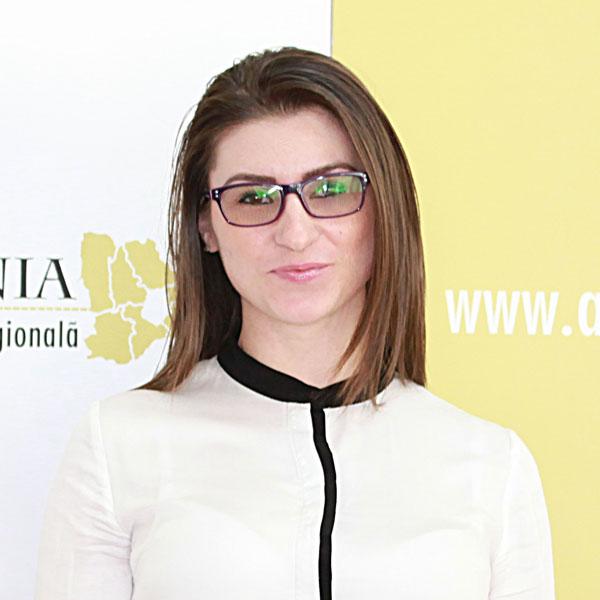 Alexandra Popa, Expert