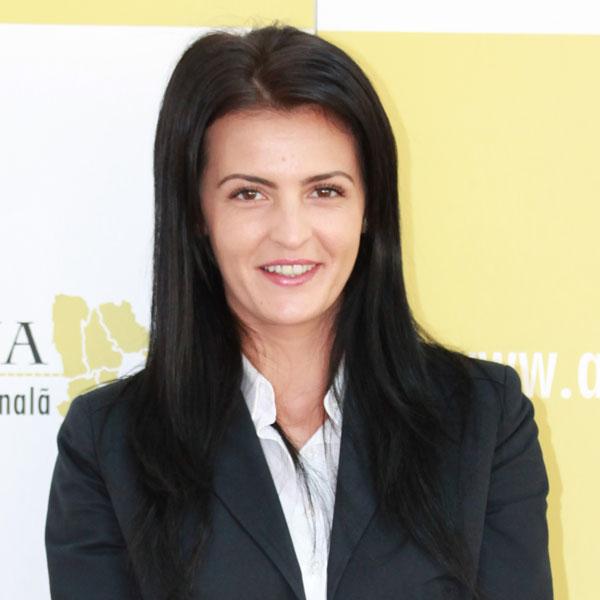 Alina Cușu, Expert