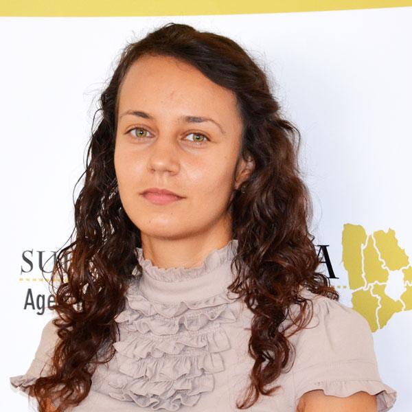 Elena Antonescu, Expert