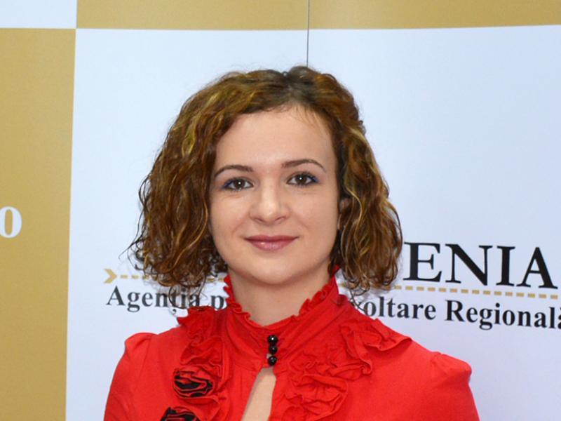 Iulia Maria Vișinescu, Expert