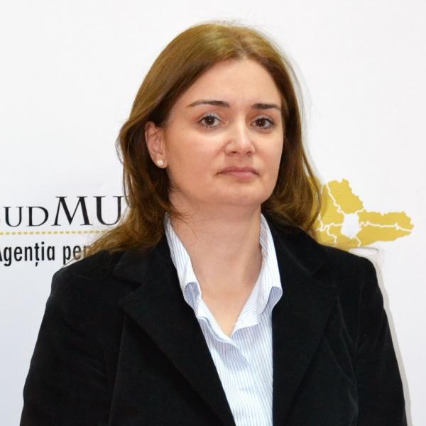 Aurelia Cătănescu, Expert