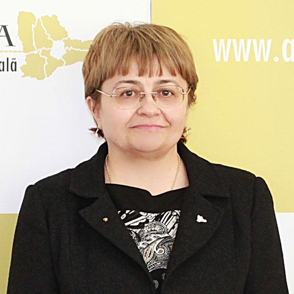 Cătălina Lambrescu, Expert