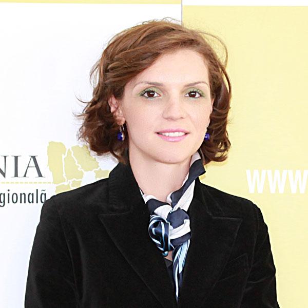 Irina Vasilică, Expert