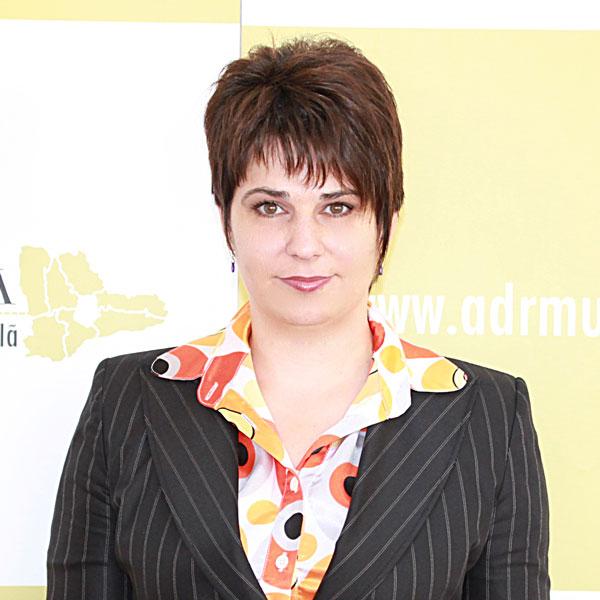Laura Ojog, Expert