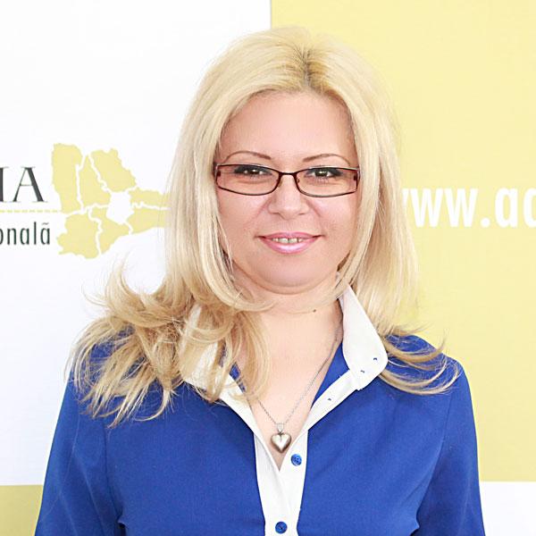 Margareta Polog, Expert