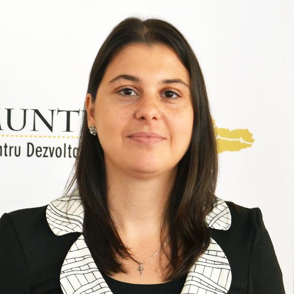 Monica Măgureanu, Șef Serviciu Proiecte și Relații Internaționale