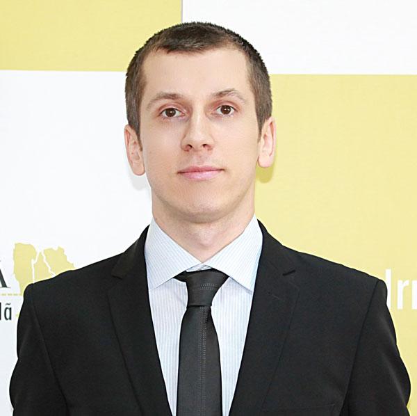 Petris Geambazi, Expert