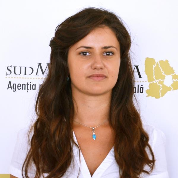 Selena Coralia Pîrvu, Expert